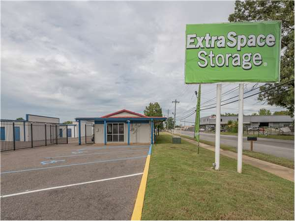 Image of Extra Space Storage Facility on 3417 Fontaine Rd in Memphis, TN